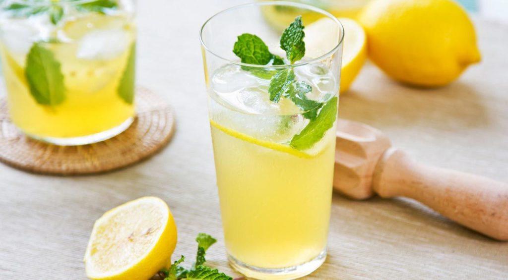 Limon Suyu Sindirimi Kolaylaştırır